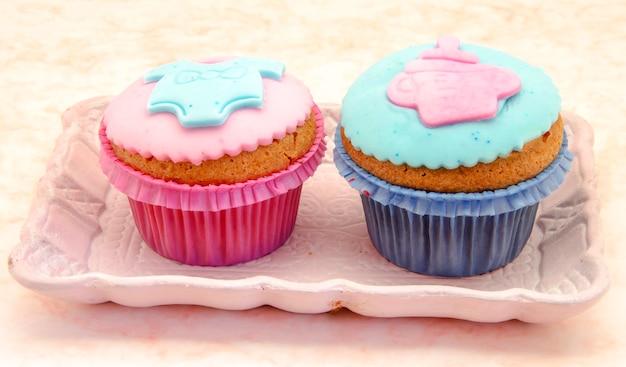 Вкусные кексы украшены