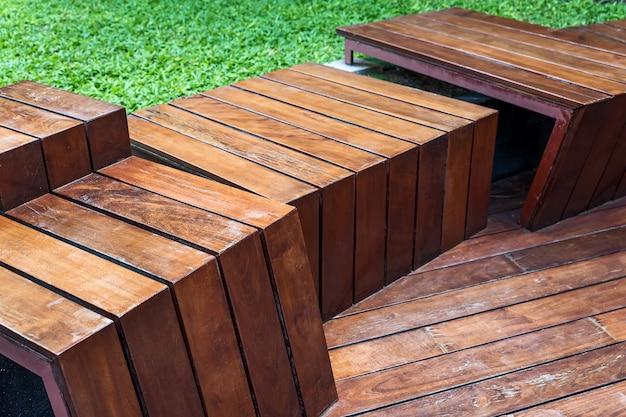 木製の床のステップ。