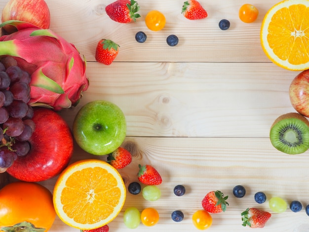 カラフルな新鮮な果物や野菜の背景。