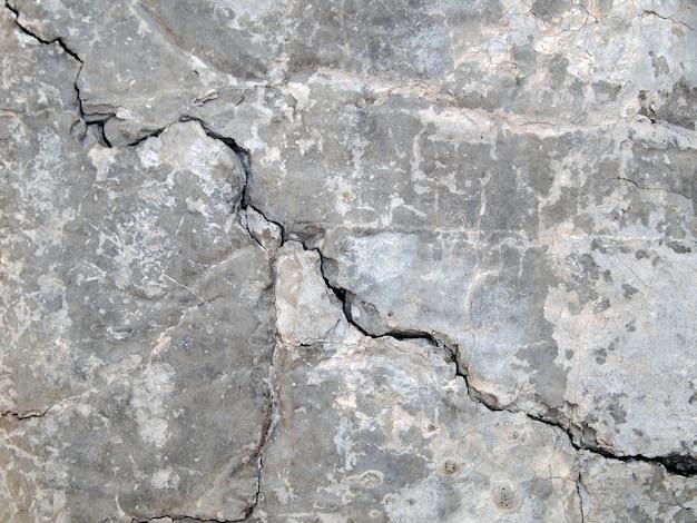 ひびの入ったコンクリートの質感のクローズアップの背景