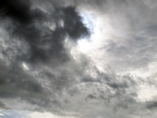 雷雨の前に嵐雲の背景