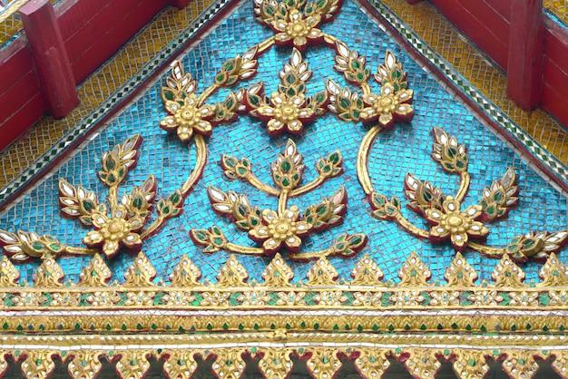 有名な寺院の美しい切妻