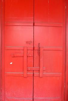 赤いチャイナドア