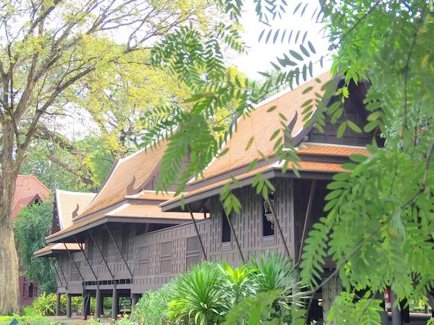 タイ風、チーク材の家の庭、タイ