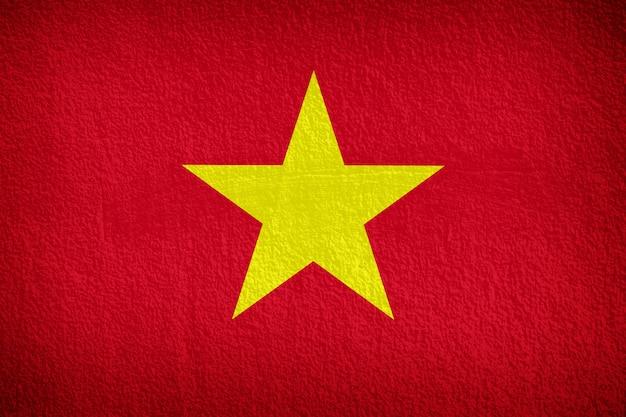 コンクリートの壁にベトナムの国旗パターン