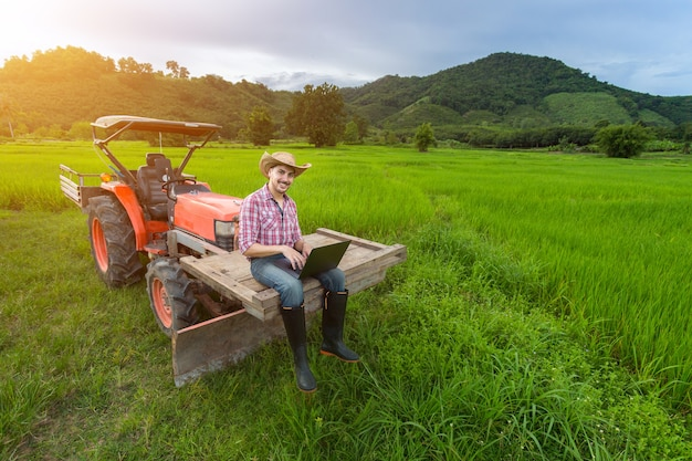 Молодой фермер зафиксировал рост производительности на тракторе.