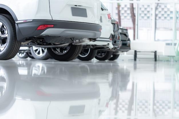 販売のための自動車、自動車産業、自動車販売店の駐車場。