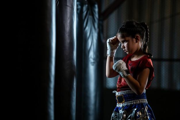 Обучение тайскому боксу для девочек - это курс самообороны по муай тай.