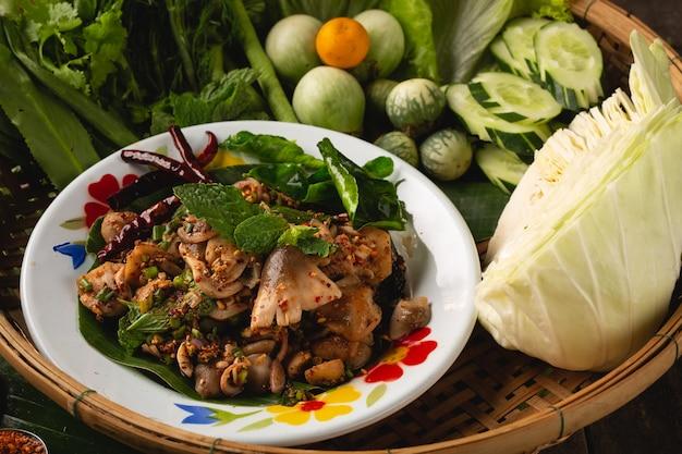 スパイシーマッシュルームストローマッシュルームサラダ、タイエサン郷土料理、タイ