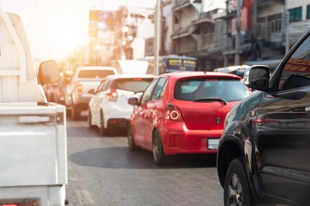 道路交通渋滞で車。