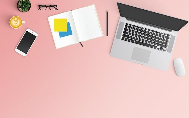 Современное рабочее пространство с кофейной чашкой, ноутбуком, смартфоном и ноутбуком розового цвета