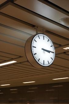 地下鉄駅の時計