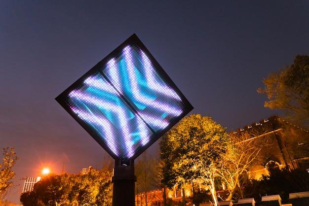 Пустой цифровой рекламный щит для рекламного светодиодного экрана