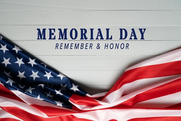 Сша день памяти и день независимости концепция, флаг соединенных штатов америки на деревянном фоне