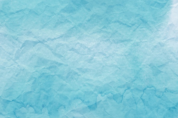 背景として役に立つしわくちゃの紙に青い水彩画