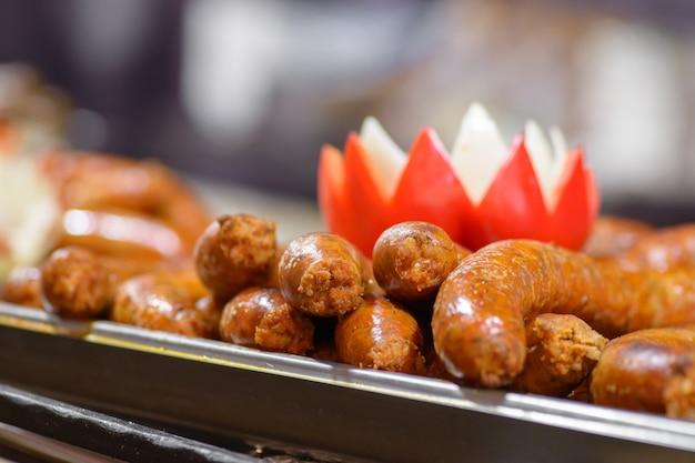 伝統的なハンガリー豚の屠殺場料理、焼きソーセージ