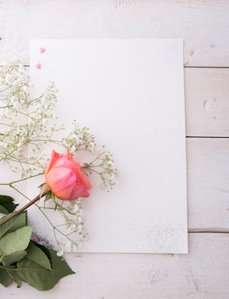 花のポスターフレームモックアップ