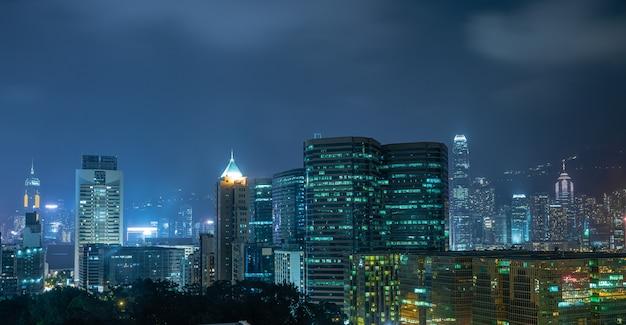 夜の香港のスカイライン