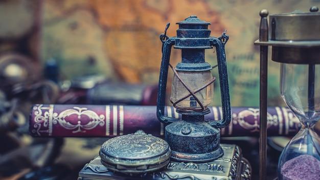 古い本の石油ランプ