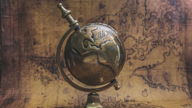Модель глобуса старого света
