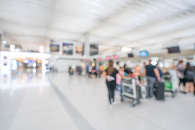 空港ターミナルの乗客