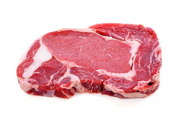 新鮮な生の牛肉ステーキ、白で隔離