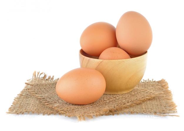 白で隔離される卵