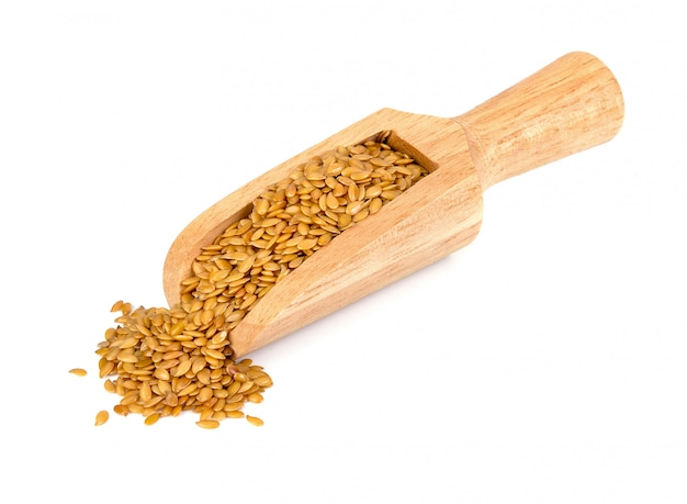 Золотые семена льна на белом