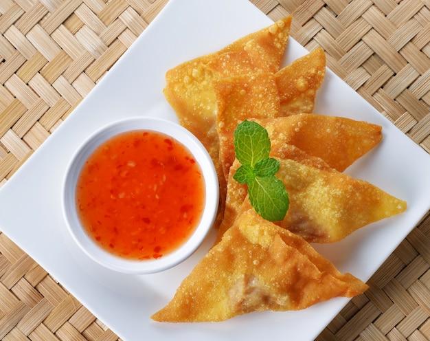 揚げ餃子:中国料理、アジア料理。