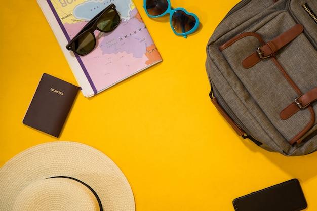 黄色の旅行用品