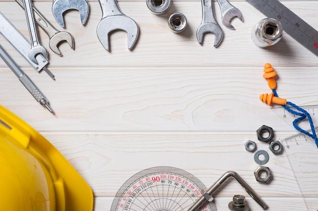 Белая деревянная доска фон с промышленной концепцией