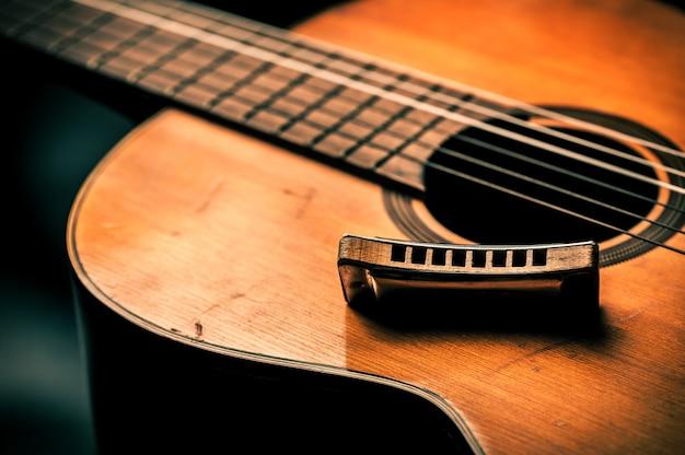 Винтажная гармоника на акустической гитаре