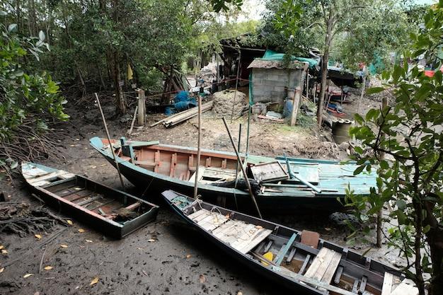 Старая гребная лодка