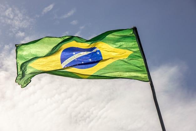 屋外のブラジルの旗