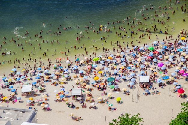 晴れた日、ウルカのビーチ