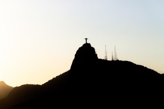 ブラジル、リオデジャネイロのコルコバードのキリスト像のシルエット