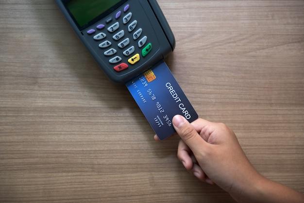Кредитная карта, использование кредитной карты, оплата кредитной картой