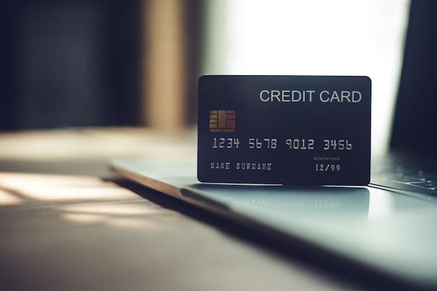 クレジットカード、金融取引用のクレジットカード。