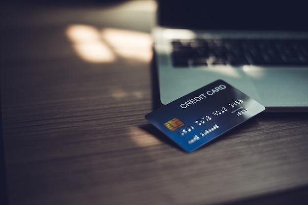 Кредитные карты, кредитные карты для финансовых транзакций.