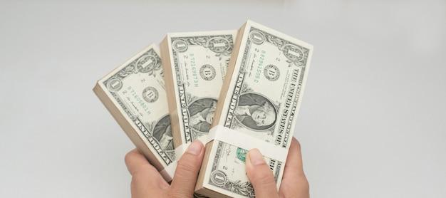 支払いのためのアメリカドルとクレジットカード