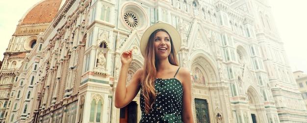 Портрет красивой женщины в шляпе и платье