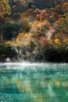 秋の温泉青森日本