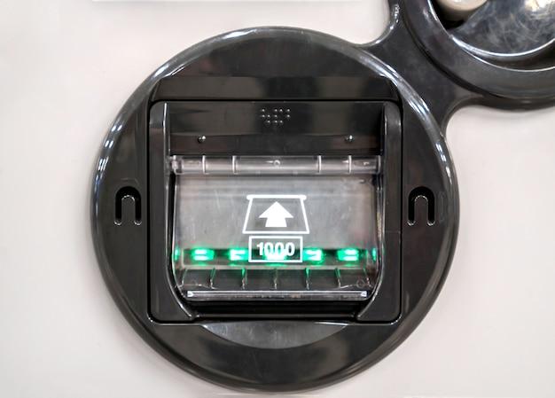 自動販売機紙幣挿入