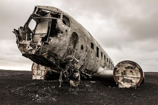 Самолет-обломк исландии