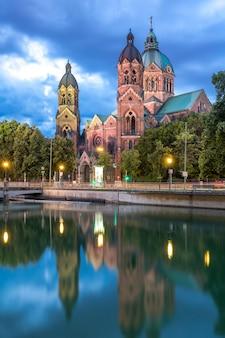 Лукас розовая церковь мюнхен