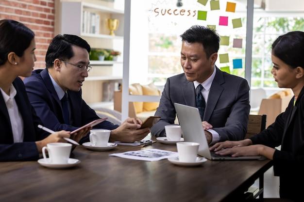 ビジネスチーム会議