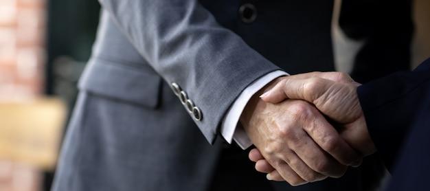 ビジネス取引の合併と買収