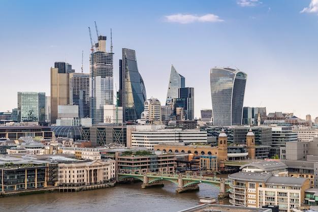 Центр лондона с темзой