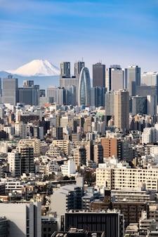 Горизонт токио и гора фудзи в японии.