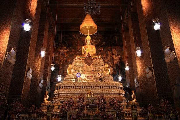 ワットポー寺院で黄金の仏像